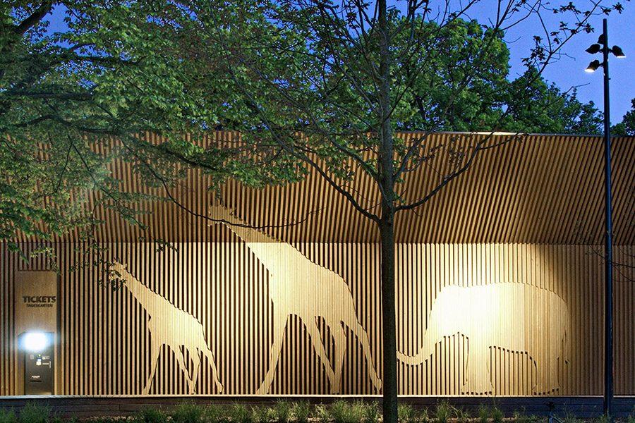 Erlebnis-Zoo Hannover – Beleuchtung des Eingangsbereiches